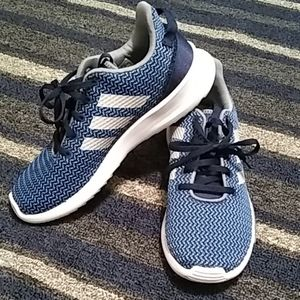 Adidas grade school sz. 6